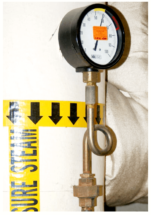 pigtail siphon connected to a pressure gauge